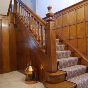 Прямая деревянная лестница из дуба, ДЛС-003