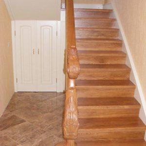 Прямая деревянная лестница из лиственницы, ДЛС-005