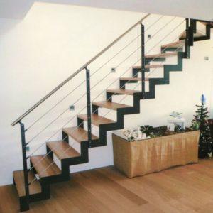 Прямая деревянная лестница с металлом, ДЛС-007