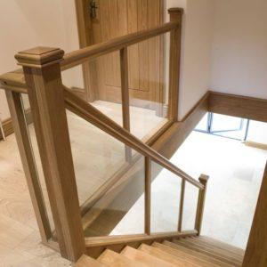 Прямая деревянная лестница с стеклом, ДЛС-008