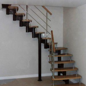 Г-образная деревянная лестница с металлом, ДЛС-016