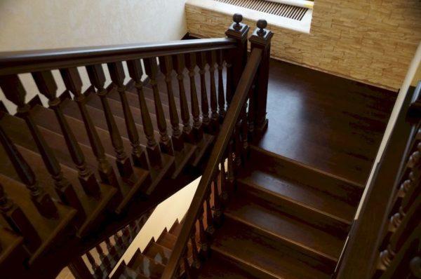 П-образная деревянная лестница из сосны, ДЛС-020