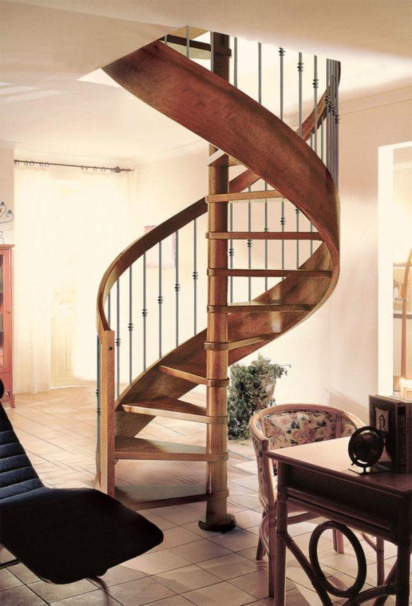 Винтовая деревянная лестница из дуба, ДЛС-030