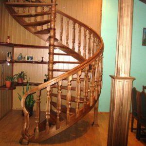 Винтовая деревянная лестница из лиственницы, ДЛС-032