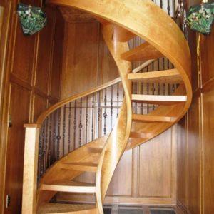 Винтовая деревянная лестница из березы, ДЛС-033