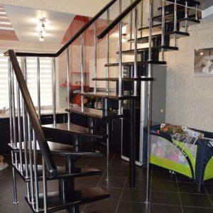 Лестница произвольной формы деревянная из ясеня, ДЛС-058