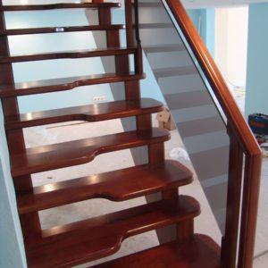 Лестница утиный шаг деревянная из ясеня, ДЛС-067