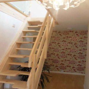 Лестница утиный шаг деревянная с стеклом, ДЛС-071